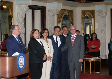 Tesorer a de la seguridad social recibe medalla de oro del for Tesoreria seguridad social vitoria